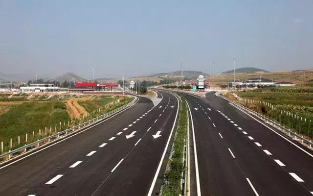 交通运输部:分区分级恢复客运、公交和出租等道路运输服务
