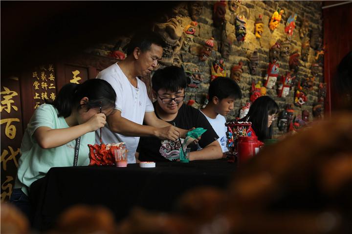 贵州安顺:体验非遗 乐享暑期