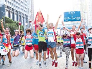 六盘水夏季国际马拉松累计吸引国内外超30万名选手参赛——体育旅游尽展多彩贵州风采