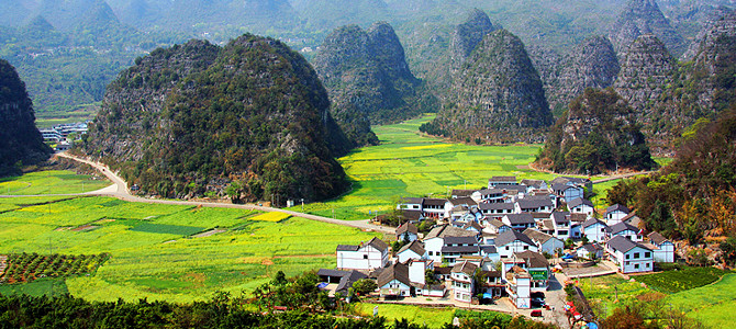 兴义市环境优美,风景秀丽,是一座花园城市.
