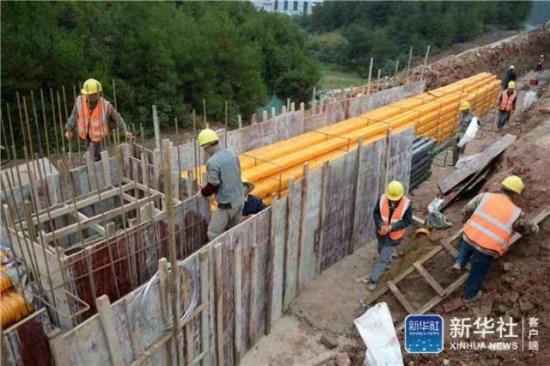 据悉,总投资66亿元的花冠路是贵阳市新规划建设的一条城市主干道,于