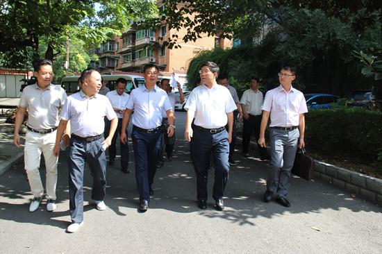 凯里市人民政府市长罗杰(左三)深入学校调研教育督导工作-干在实