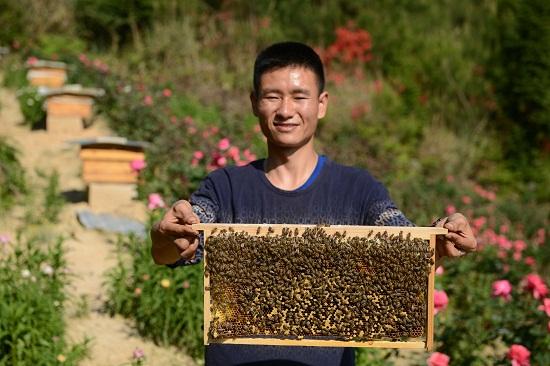 贵州龙里:经济俩儿的农旅高中莆田费用读的父子图片
