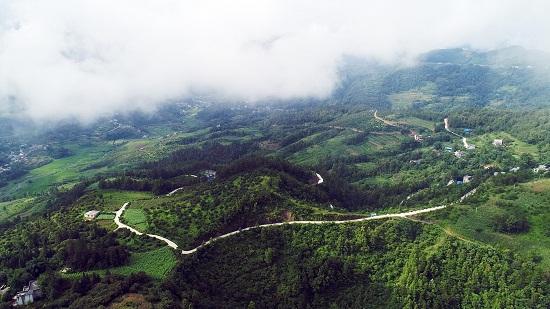 原大亭乡布苏村牛河组距县城80多公里,距茂井镇政府40多公里,是罗甸
