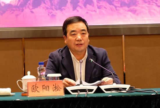 中国中共党史学会会长欧阳淞在论坛上讲话