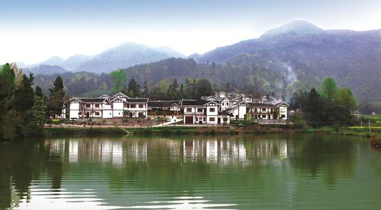 """年来,贵州牢牢守住发展和生态两 """"绿水青山就是金山银山"""".的理"""