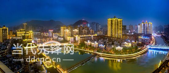 """北有剑江""""三江堰"""",西有绿茵湖,东有杉木湖,这是都匀市""""一江两城五湖"""""""