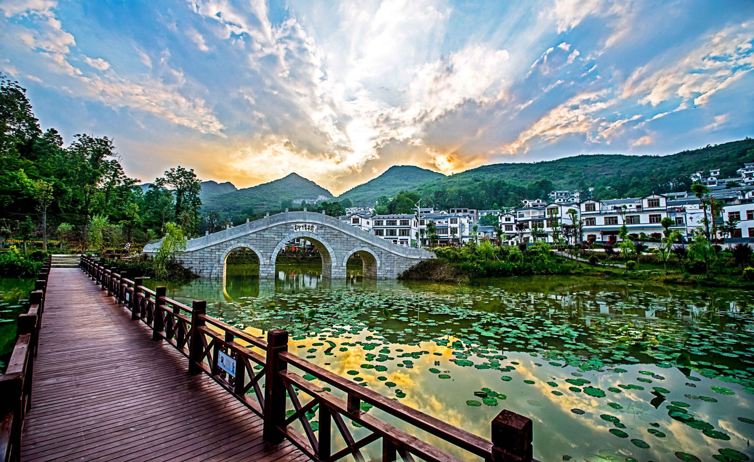 """贵州结合""""四在农家美丽乡村""""六项行动计划和全省""""100个乡村旅游扶贫示"""