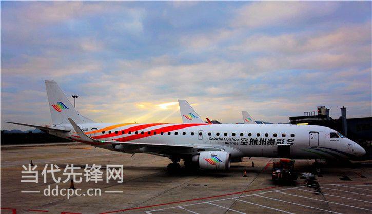 飞机平稳降落南昌昌北国际机场,宣告多彩贵州航空贵阳-铜仁-南昌航线