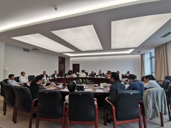省第十三届人大常委会第十二次会议举行第三次分组审议