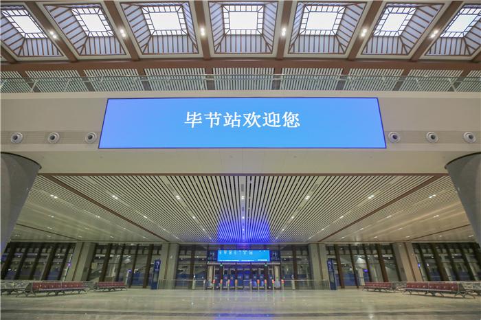 【飞奔云贵川】成贵高铁:经济新动脉畅联西南